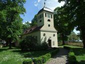 Kladower Dorfkirche im Sommer